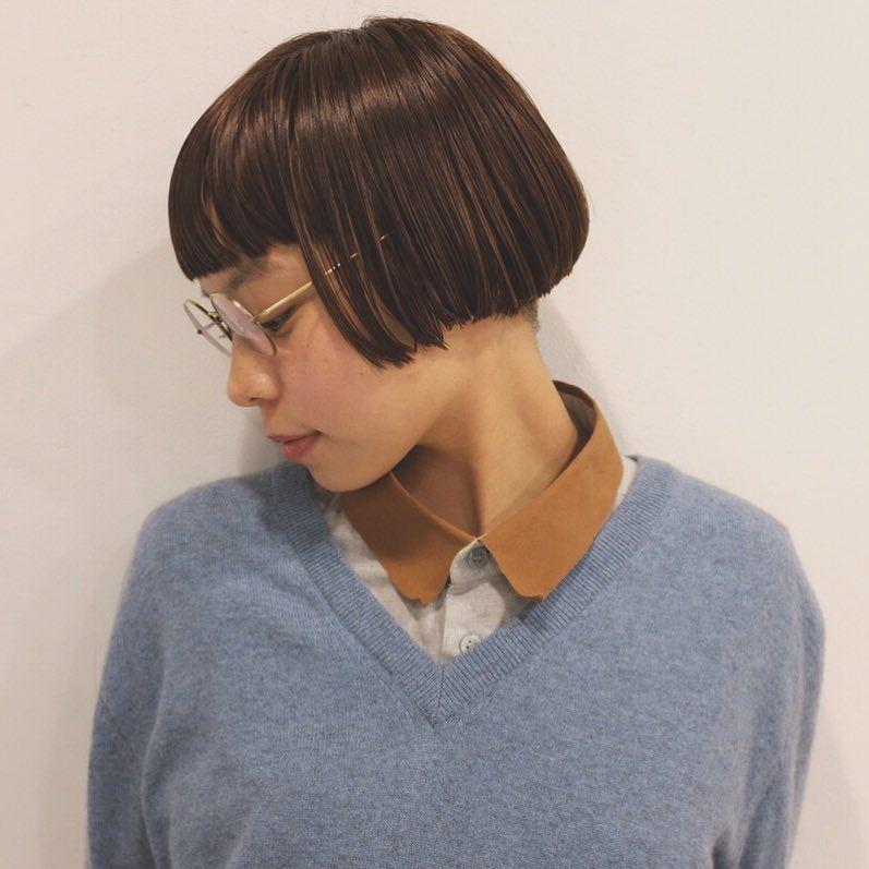 HITOMI✃⌇💈$ATOHRA𓆈さんはInstagramを利用しています「成人式を終えて同窓会前にソッコーでカットしに❣  サイドツーブロボブ✧✃𖥈 彼女にしか似合わない髪型