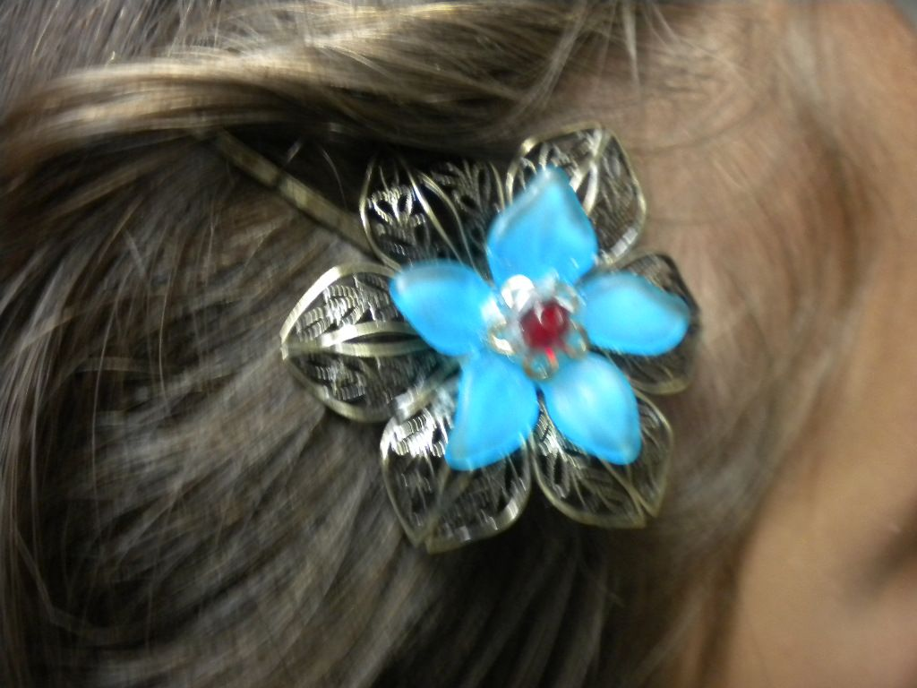Every lady should have something beautiful for there hair!! Find this and more on victorygarden41@etsy.com