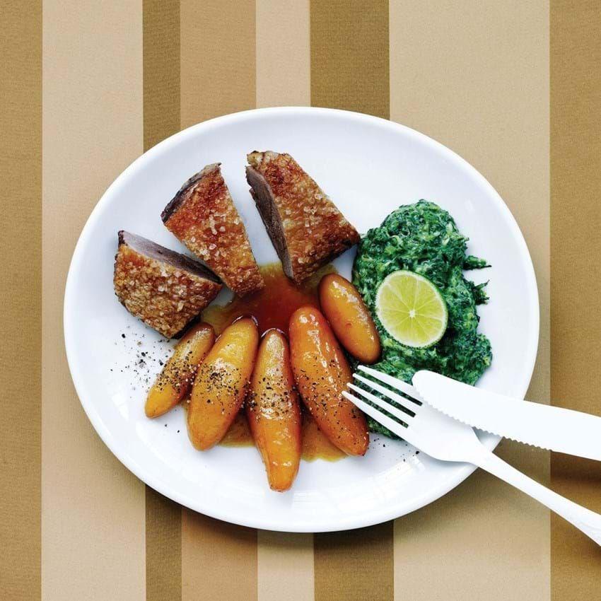 Få opskriften på Andebryst med limekrydret grønkål og brunede kartofler