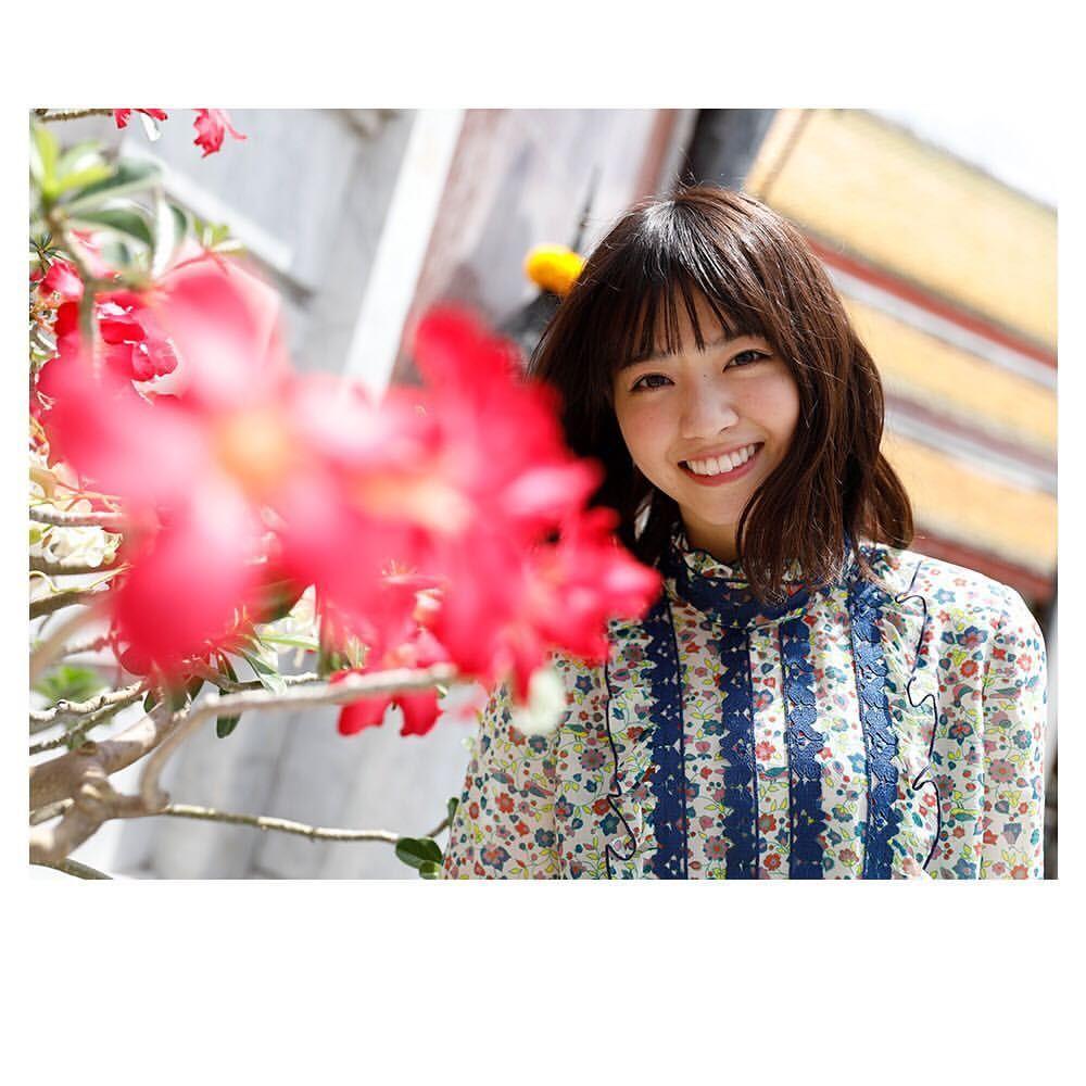 tat 乃木坂46さんはinstagramを利用しています ワット スタットに咲いていた真っ赤な花となぁちゃん カレンダーにしたいくらい素敵な笑顔の1枚 thailand jp 女子旅 海外旅行 旅行 旅の思い出 こんなタイ知らなかった タイ バンコク 西野七瀬 七瀬