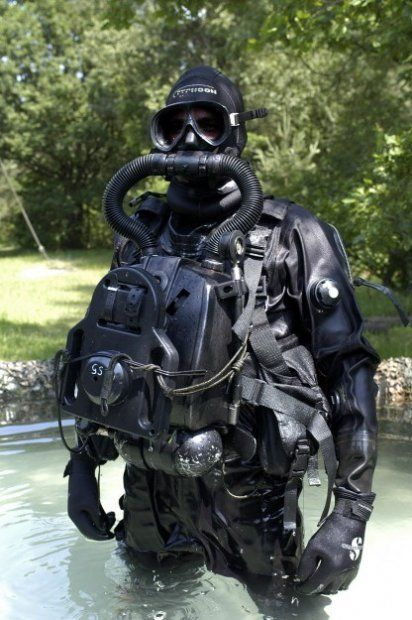 Commercial divers and their gear neoprene pinterest for Scuba dive equipment