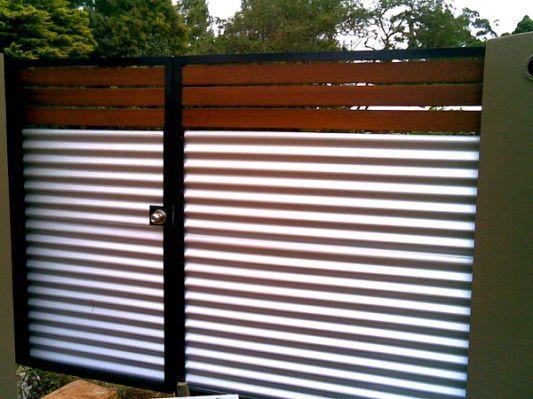 Used Corrugated Metal As Fencing Baeda Trasera En 2019
