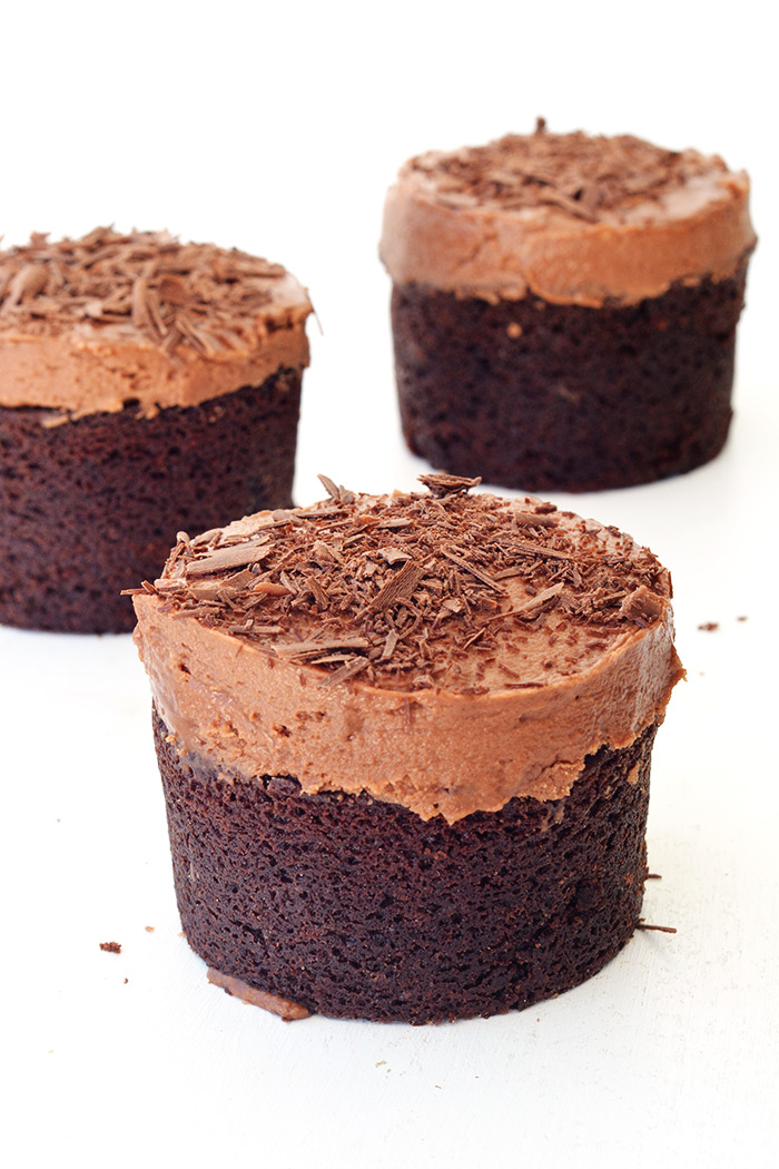 Mini Sour Cream Chocolate Cakes In 2020 Sour Cream Chocolate Cake Chocolate Desserts Desserts