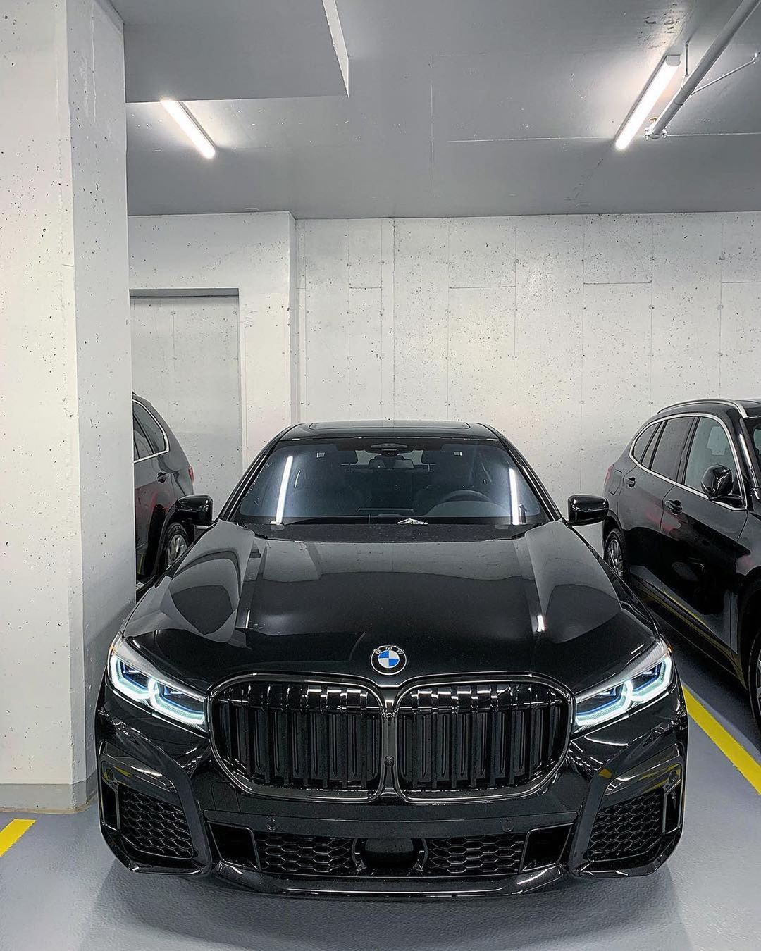 Bmw 750li Lci M Sport Package Sapphire Black With Shadow Line Extended 4 4l Twinpower Turbo 530 Hp 5500 6000 Rpm Torque 750 Nm Bmw Bmw Touring Bmw Cars