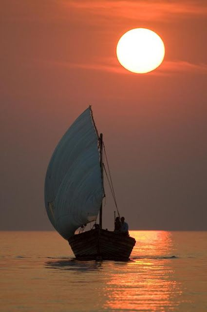ZsaZsa Bellagio - sunlit sail