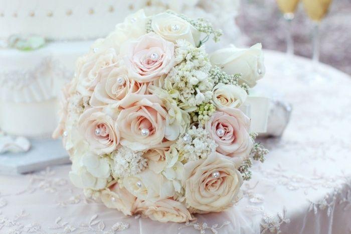 Hochzeit blumen deko perlen wei rosen hochzeit for Tischdeko altrosa