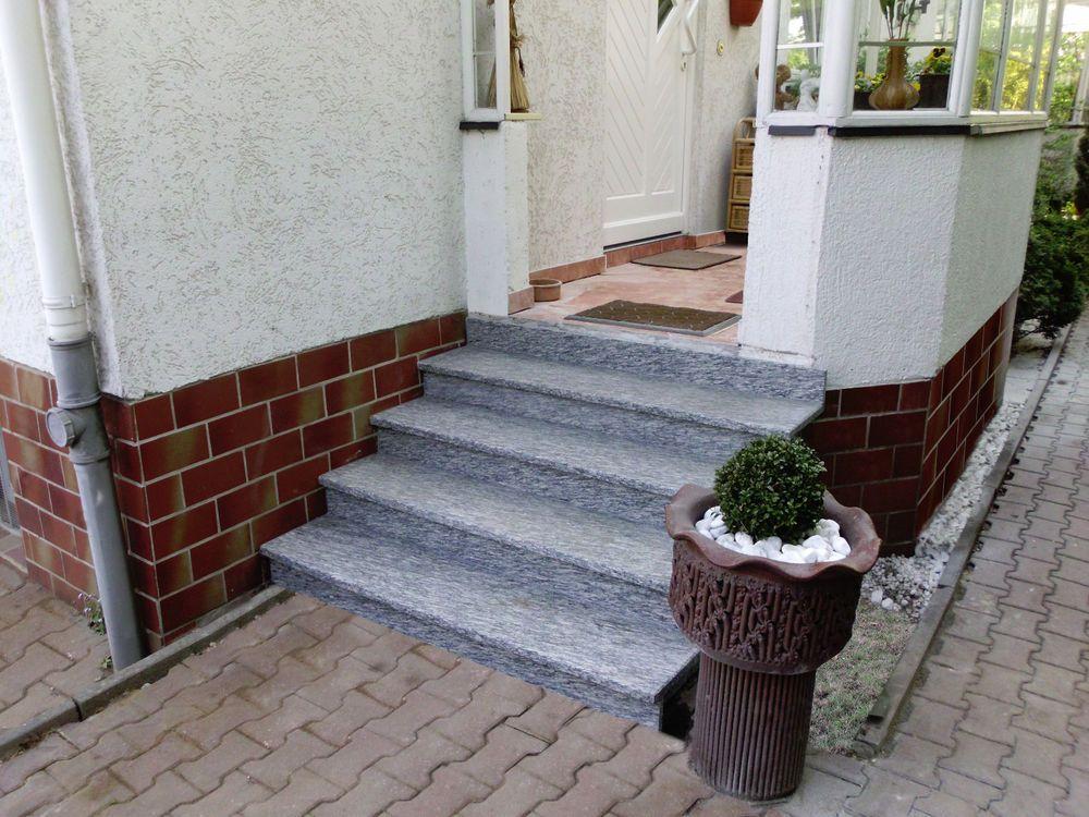 Details Zu Treppe Aussen Haus Eingang Podest Naturstein Granit Beton Stufe  Setz