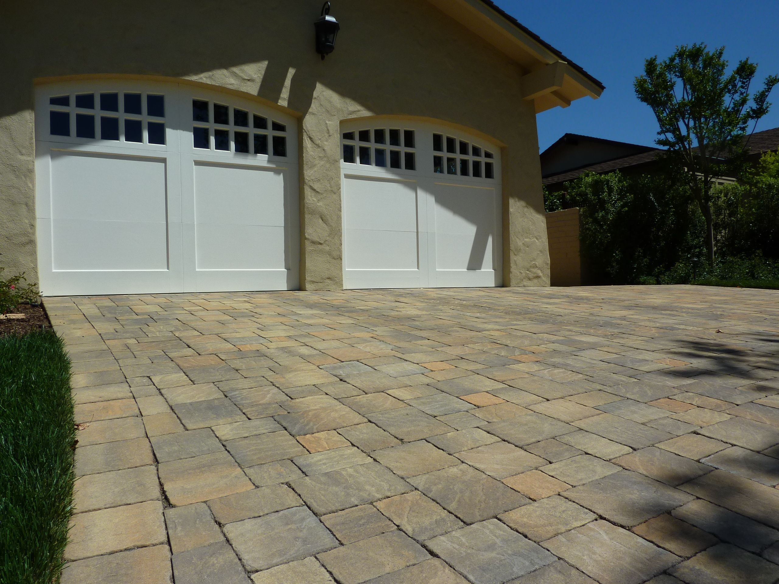 Cambridge pavingstones wall systems color options - Calstone S Quarry Stone Color Rustic Yellowstone