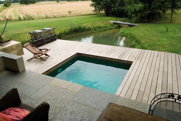 une petite piscine Carré Bleu Piscines Carré Bleu To Dive For