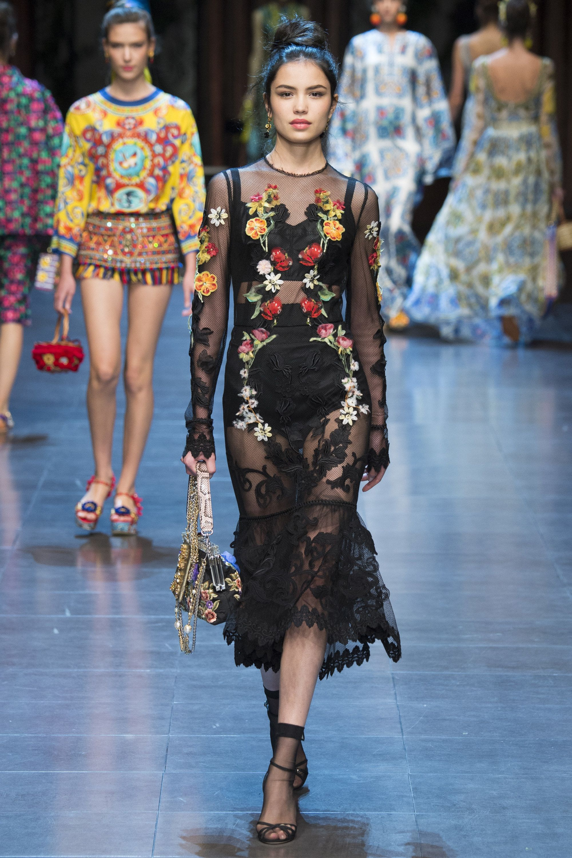 Dolce   Gabbana Spring 2016 Ready-to-Wear Fashion Show   Spring ... d58fe88fa415