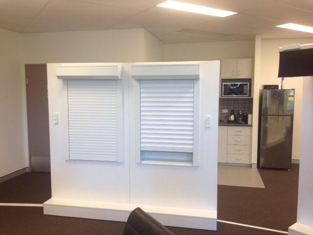 Roller Schlafzimmerschrank ~ Premium roller blinds luxaflex rollershades sunscreens