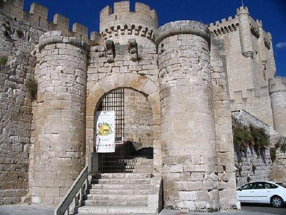 Dormir En Un Castillo Con Niños Castillo Palacio Curiel De Duero En Valladolid España Lugares Turisticos Castillos Viajes