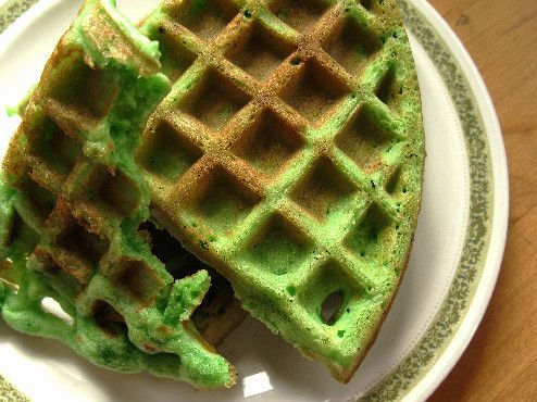 Bánh Kẹp Lá Dứa (Coconut Pandan Waffles)   Community Post: 20 Vietnamese Foods You Really Should Be Trying