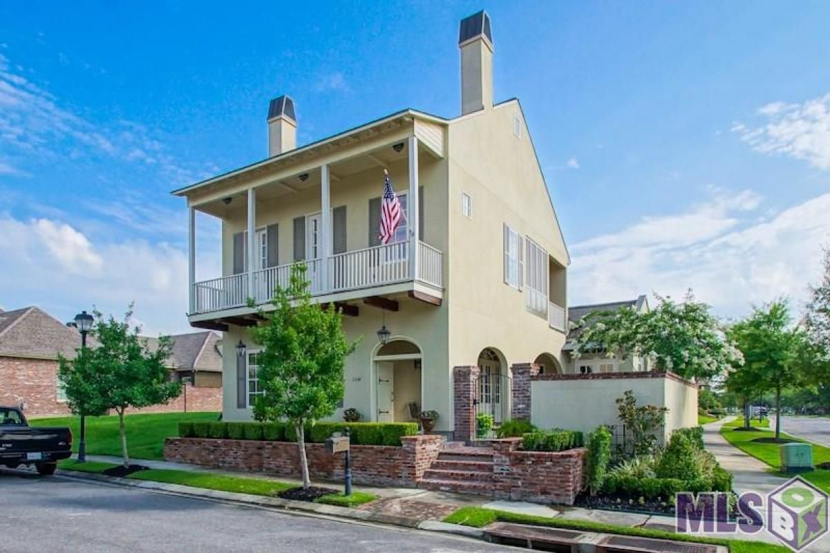 Spectacular 4 Bedroom 4 1/2 Bath home in the Settlement at