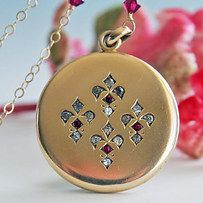 """The detailing of the """"B"""" monogram on the back of this 100-year-old fleur-de-lis locket. 