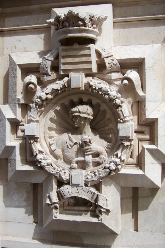 Detalles del exterior del Palacio de Cibeles.