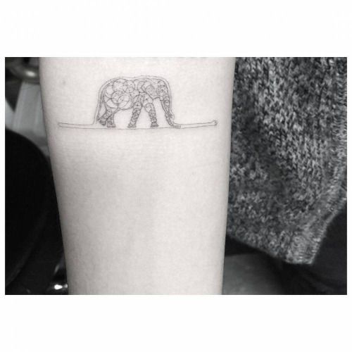 Pequeño tatuaje de una variante de la famosa ilustración de la...