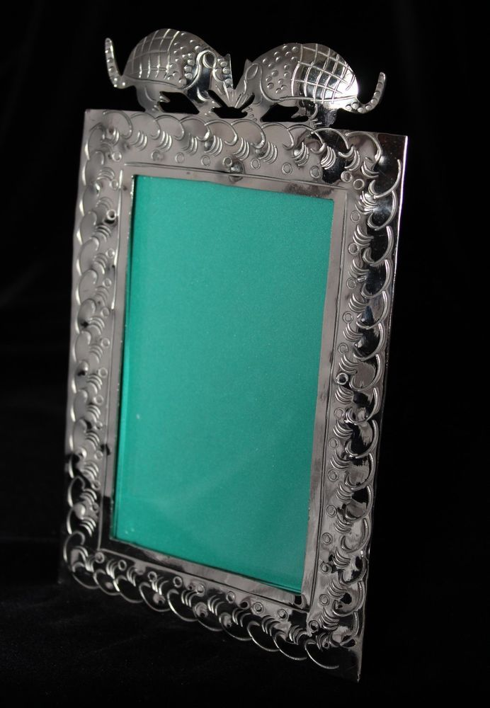 Picture Frame With 2 Kissing Armadillos Alpaca Nickel Sliver