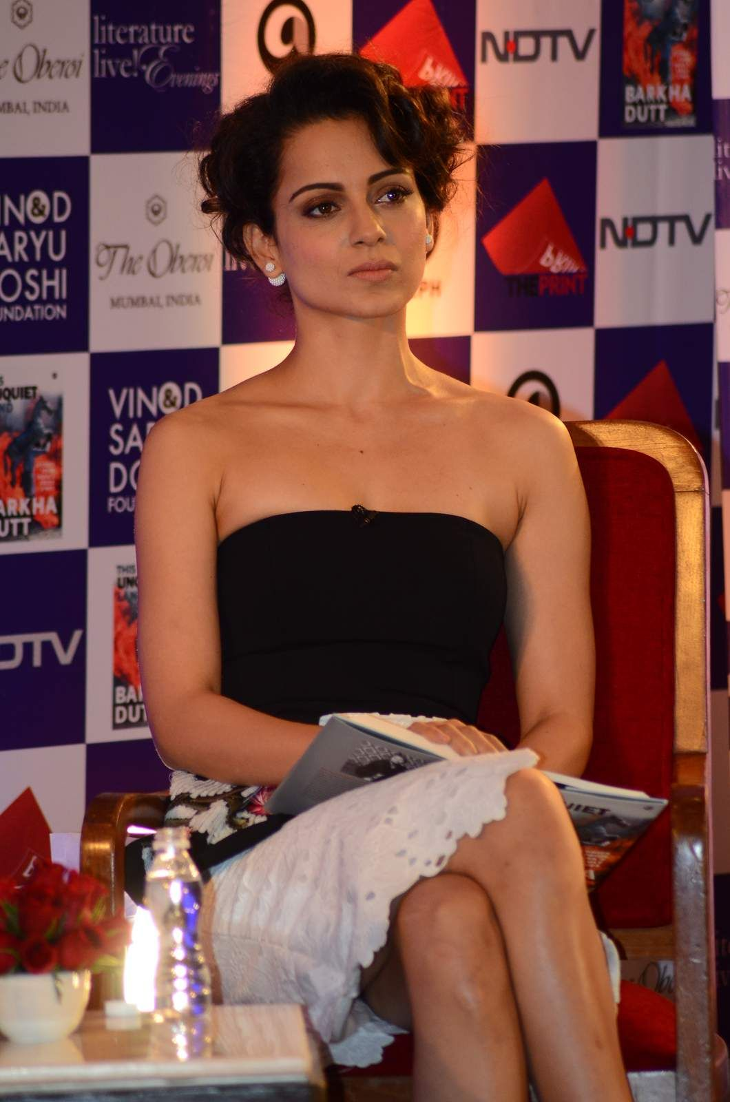 kangana ranaut hot legs thighs sexy ass boobs exposure in mini skirt