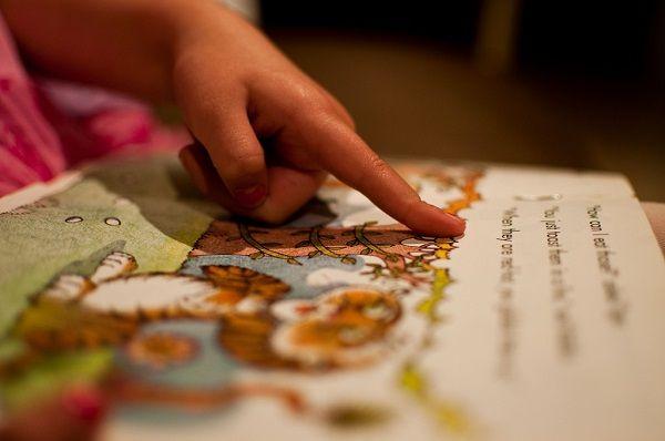 Melanie Holtsman l importanza di leggere le fiabe ai bimbi