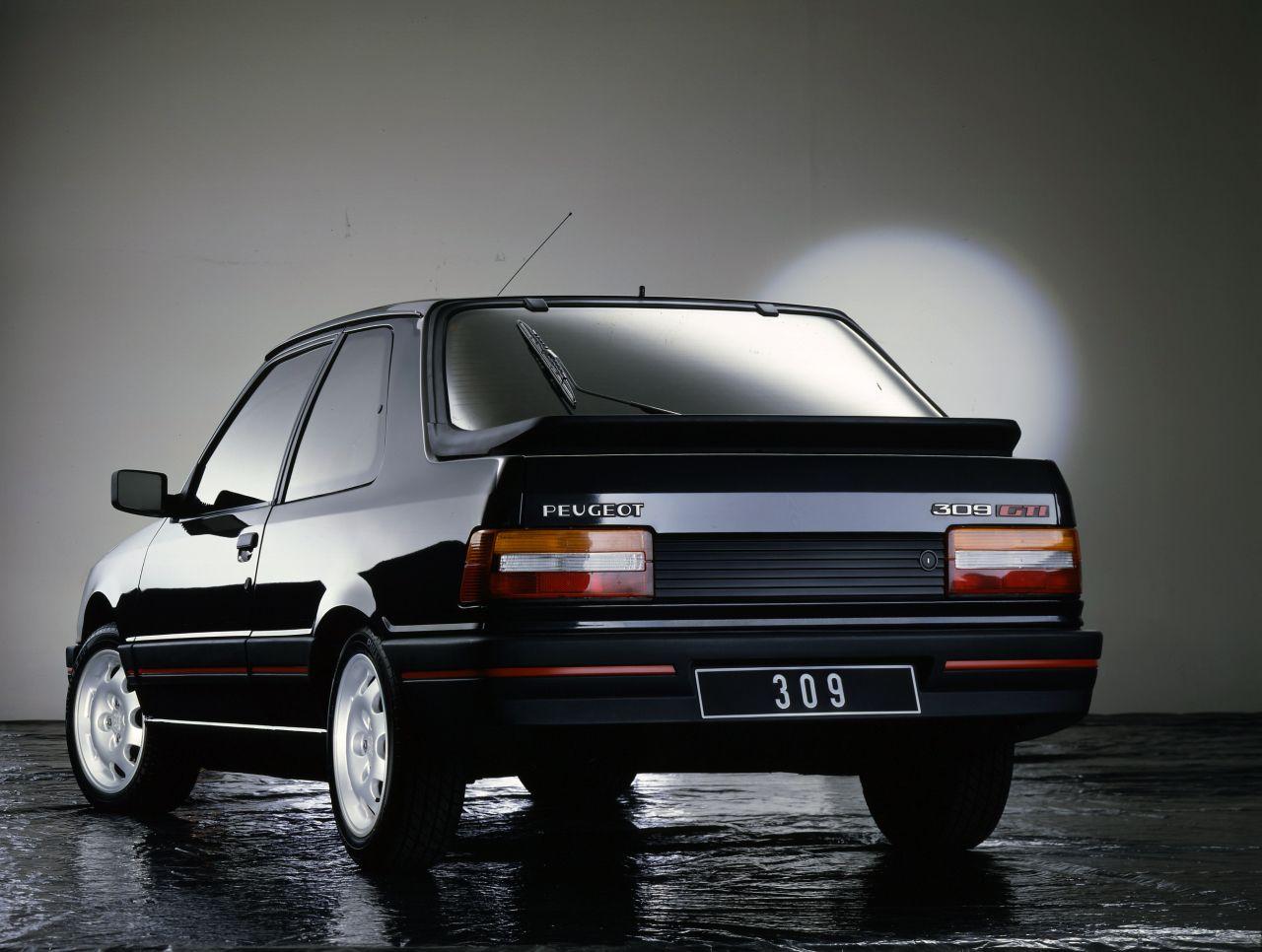 Pin op Rétrospective Peugeot GTI