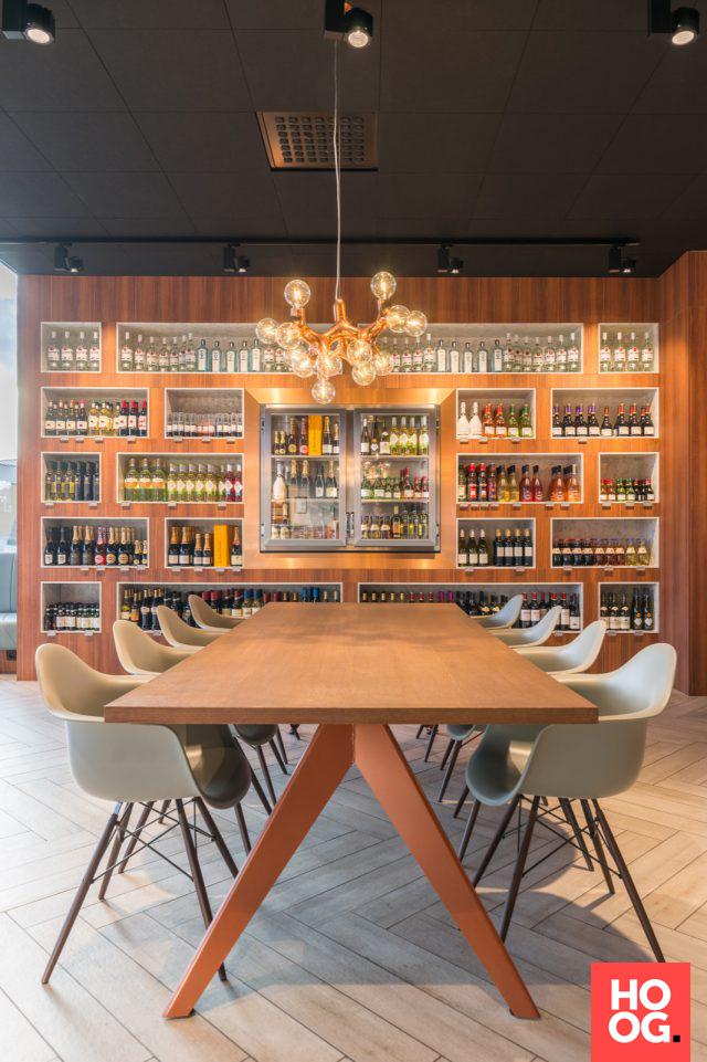 Grote eettafel met design stoelen | eetkamer design | dining room ...