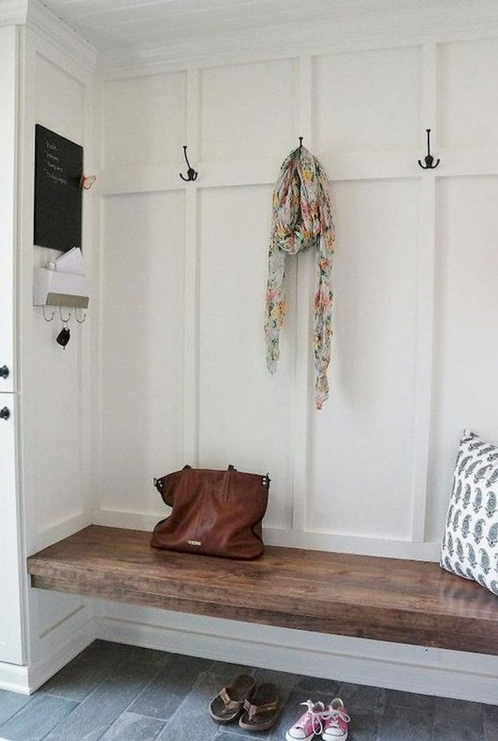 Nice 80 Modern Farmhouse Mudroom Entryway Ideas