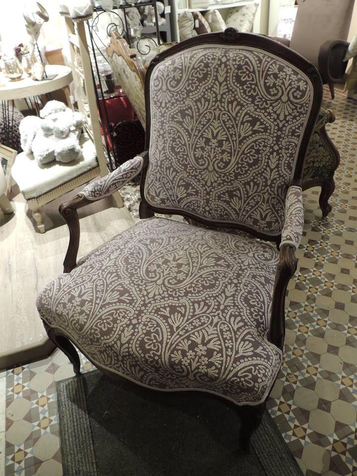 garnissage fauteuil louis xv apr s r fection nettoyage du bois recollage changement de la. Black Bedroom Furniture Sets. Home Design Ideas
