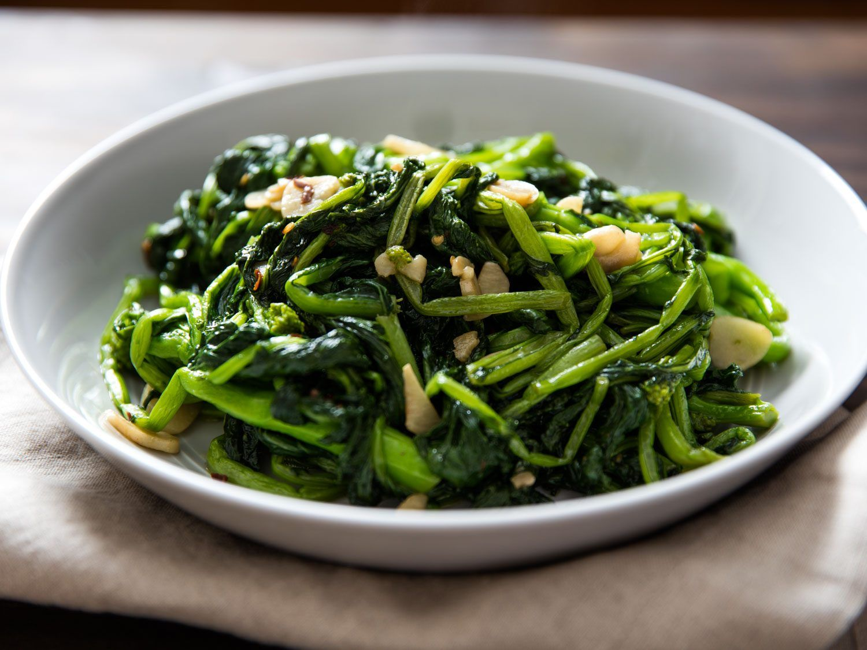 Watch Spicy Garlic Broccoli Rabe video