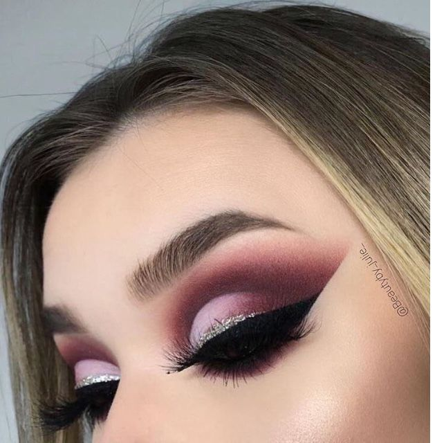 Amazing eye makeup ideas for fall - Pink , deep pink and silver eye makeup , burgundy autumn makeup ideas to try , glitter eye makeup