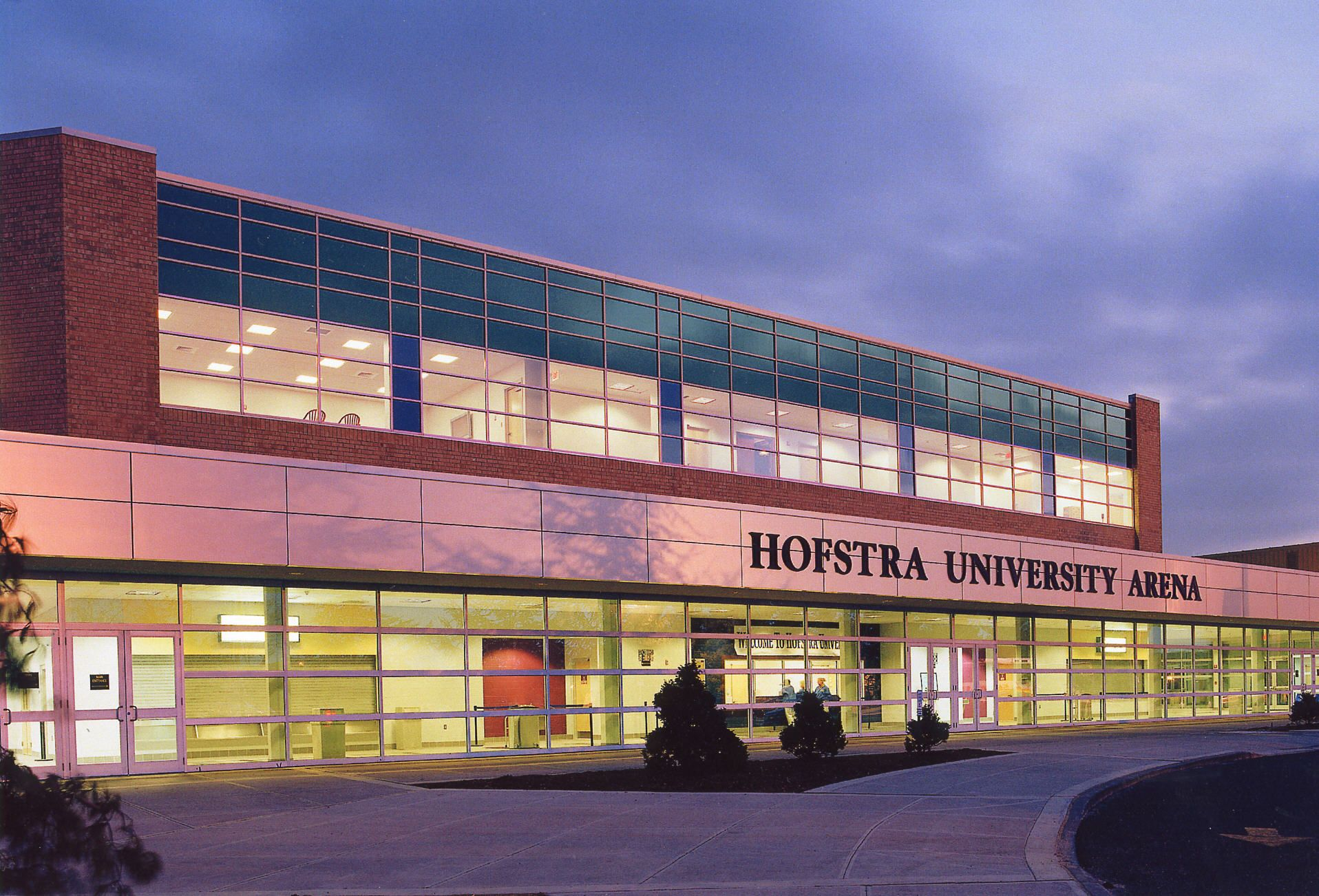 Hofstra University NEARBY Metro 303