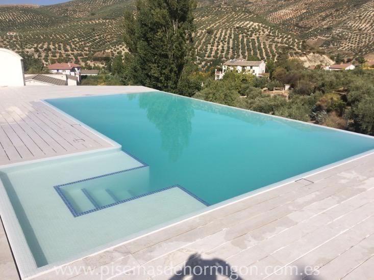 Piscina de hormig n cl sica desbordante piscinas de for Diseno y construccion de piscinas de hormigon