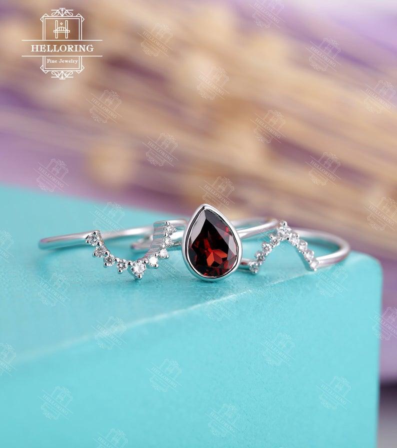 Vintage engagement ring set, Pear shaped,diamond
