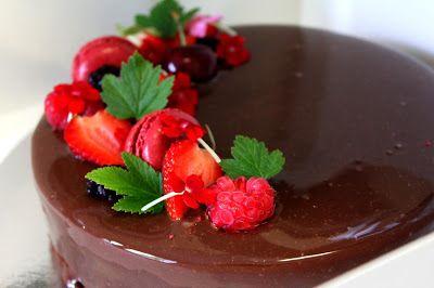 Kakkuviikarin vispailuja!: Nina Lincolnin jäädytetty suklaakakku ja suklainen mirror glaze