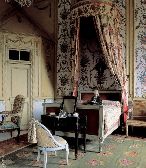 Decor Design Review - Chateau de Barbantan.