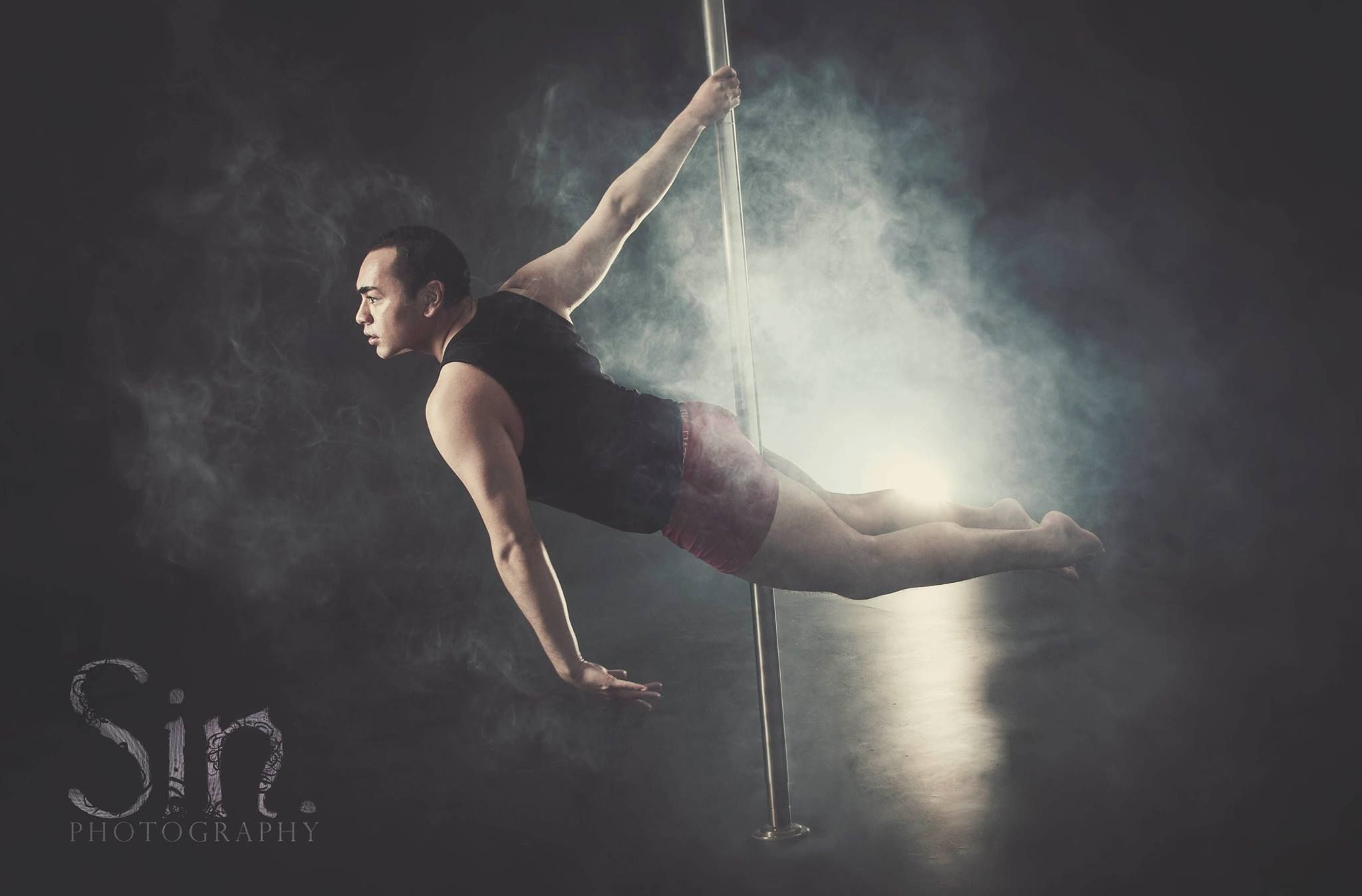 Male Pole Dancing Sin graphy Male pole