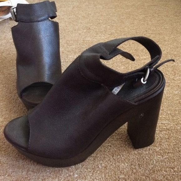 Vera Wang Heels Super cute, very comfortable loved wearing these with boyfriend jeans! Leather, with a open back and strap. Many ways to wear! Price is negotiable please feel free to summit offers Vera Wang Shoes Heels