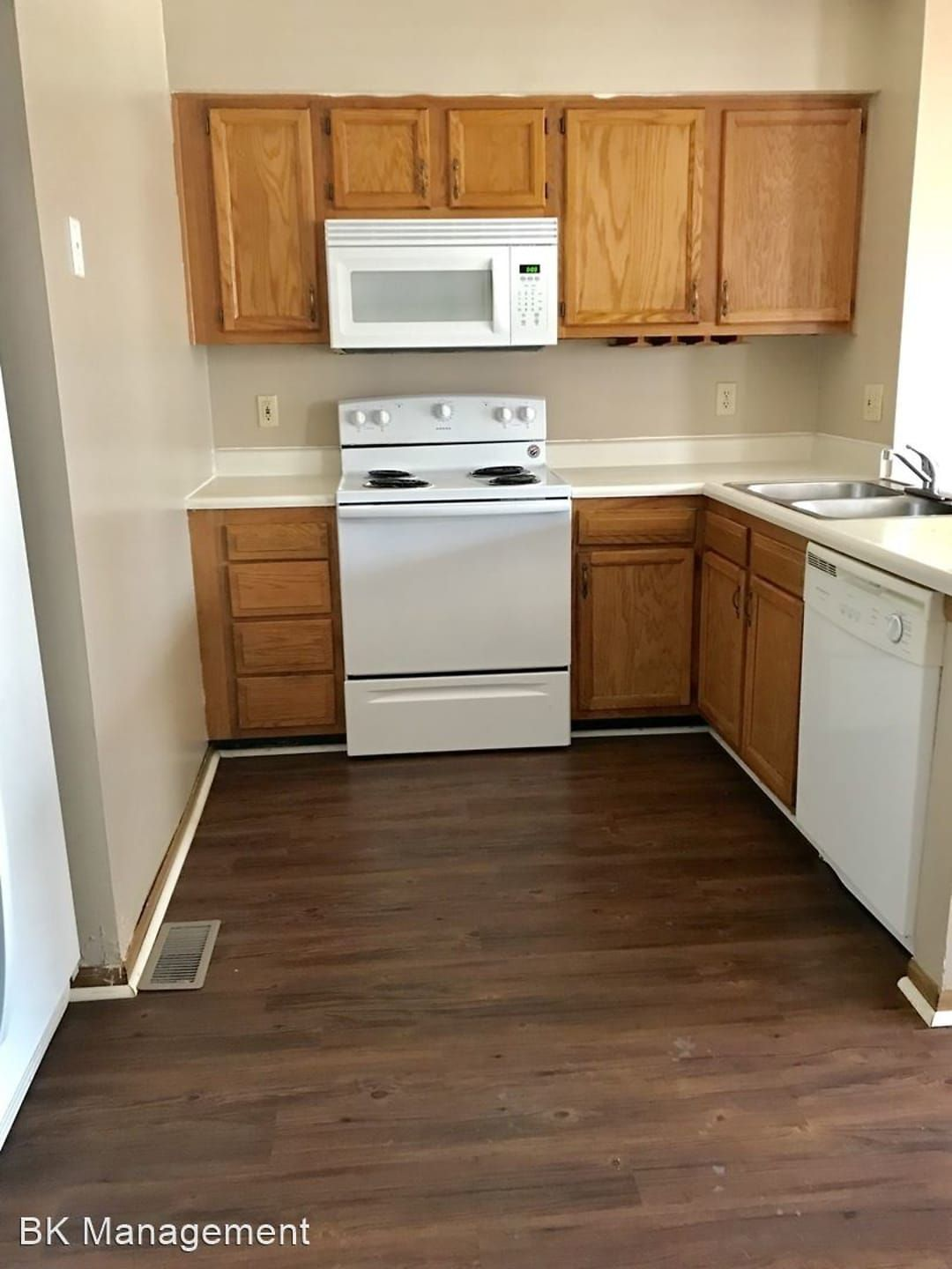 523 Duroc Ct In 2020 Apartments For Rent Townhomes For Rent Apartment Guide