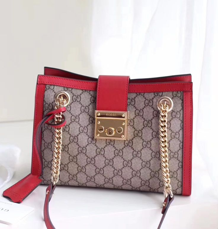 35f61bfe866 The Gucci Padlock small GG shoulder bag bag is more than just ideal for all  of you who are chasing the latest style. This is a bag that will stay  popular ...
