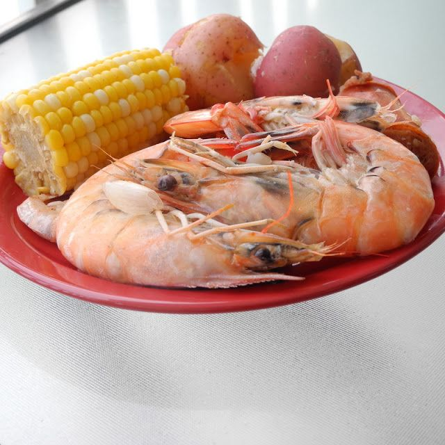 From Calculu∫ to Cupcake∫: Beach Food Part 3: Low Country Boil - This would also be great for the Fourth of July