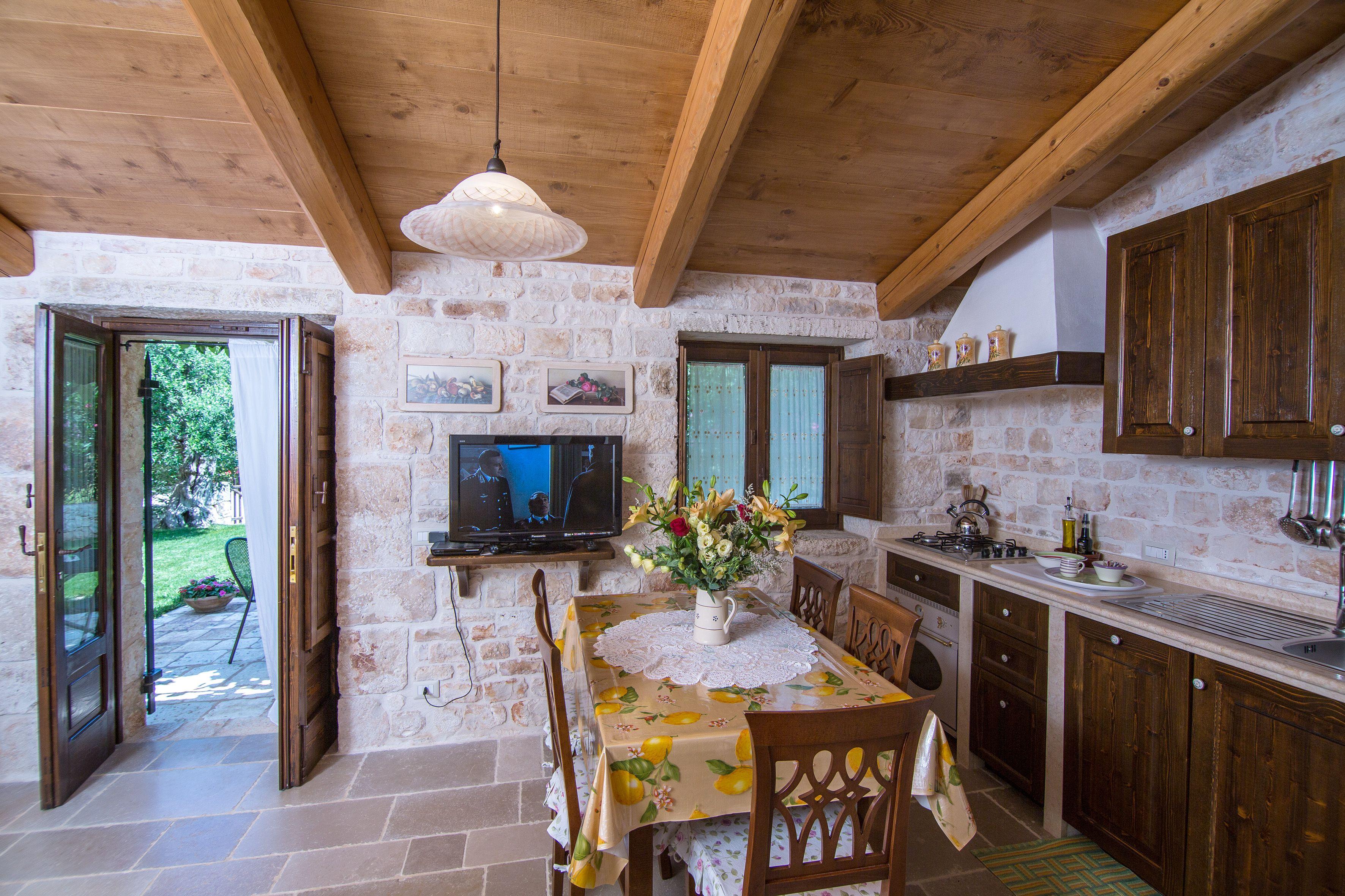 Salone con angolo cottura foto soggiorno con angolo cottura arredamento salone con angolo - Idee per arredare soggiorno con angolo cottura ...