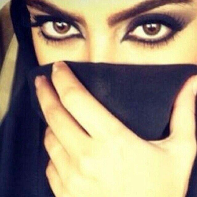 سوالف عيونها وغرور شامتها وإلا شغب رمشها وإسلوبها الباهر Beauty Eyes Beautiful Eyes Beautiful Girl Face