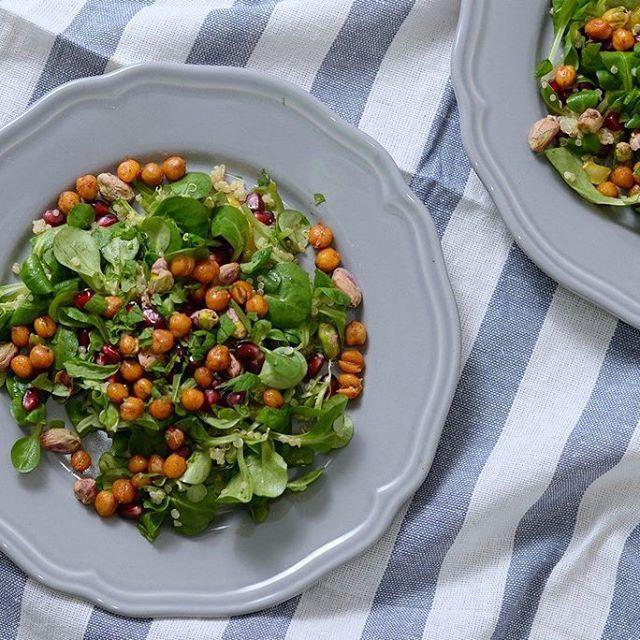 Blød, sprød og kødfri måltidssalat med quinoa og crunchy kikærter - Life By Nan