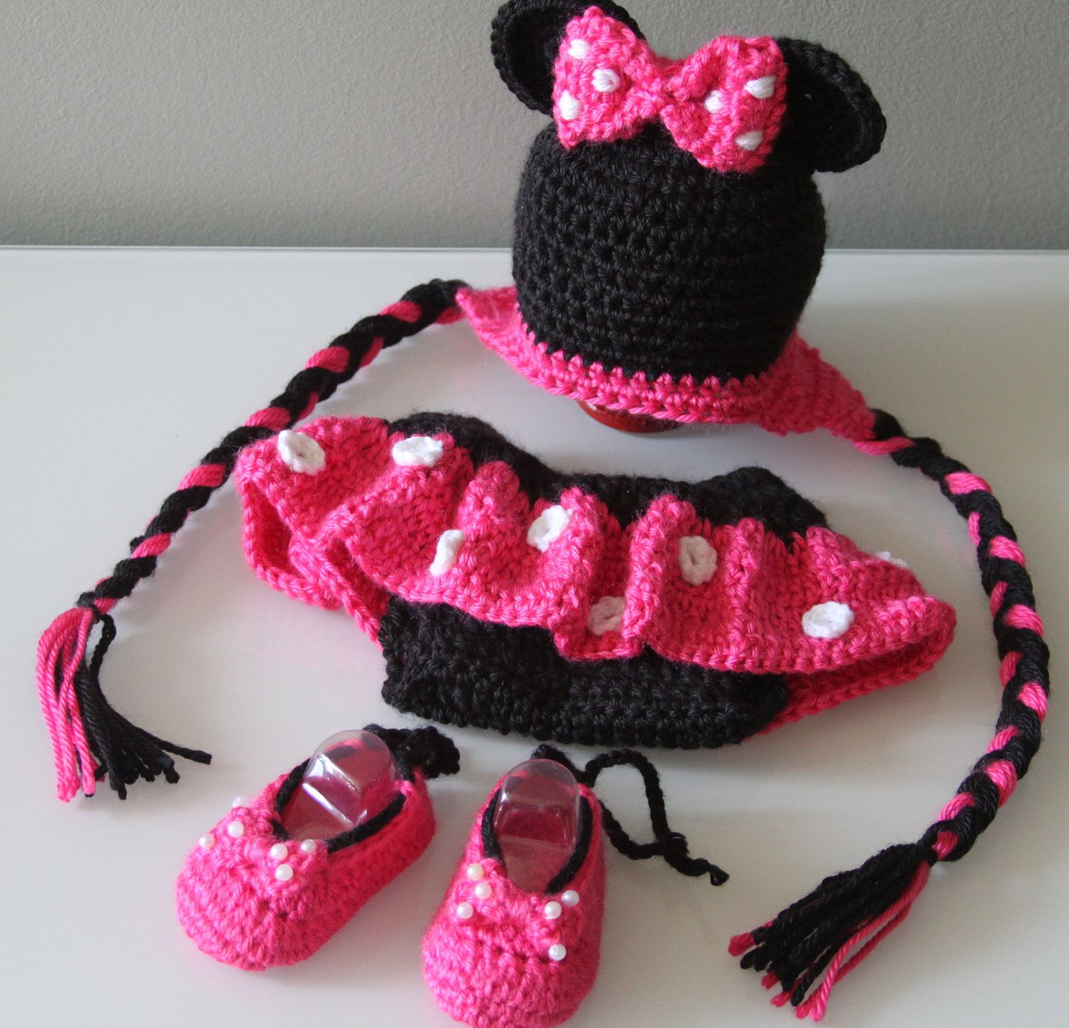 Knitted Minnie Mouse Hat Pattern : Minnie Mouse Crochet Hat, Diaper Cover and Shoes Minnie mouse