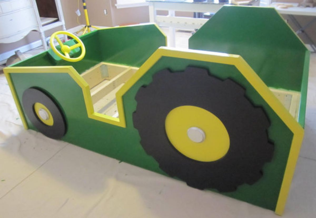 17 lits d 39 enfants incroyables lit john deere spiderman et tracteurs. Black Bedroom Furniture Sets. Home Design Ideas