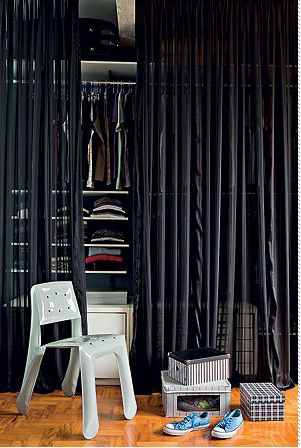 Black Curtain Fixed On The Roof Used As Walk In Closet Door