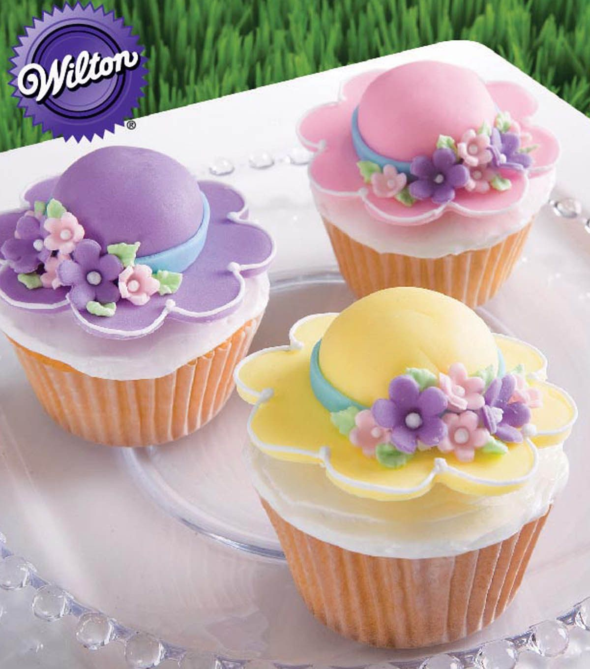 Cute Bonnet Cupcakes From Wilton Cake Decorating Cake