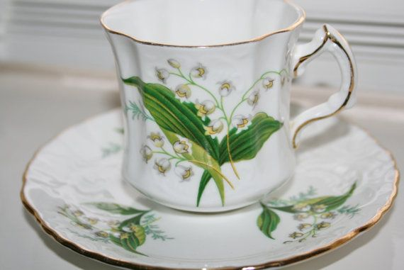 Gorgeous vintage teacup with white snowdrops from door HomiArticles