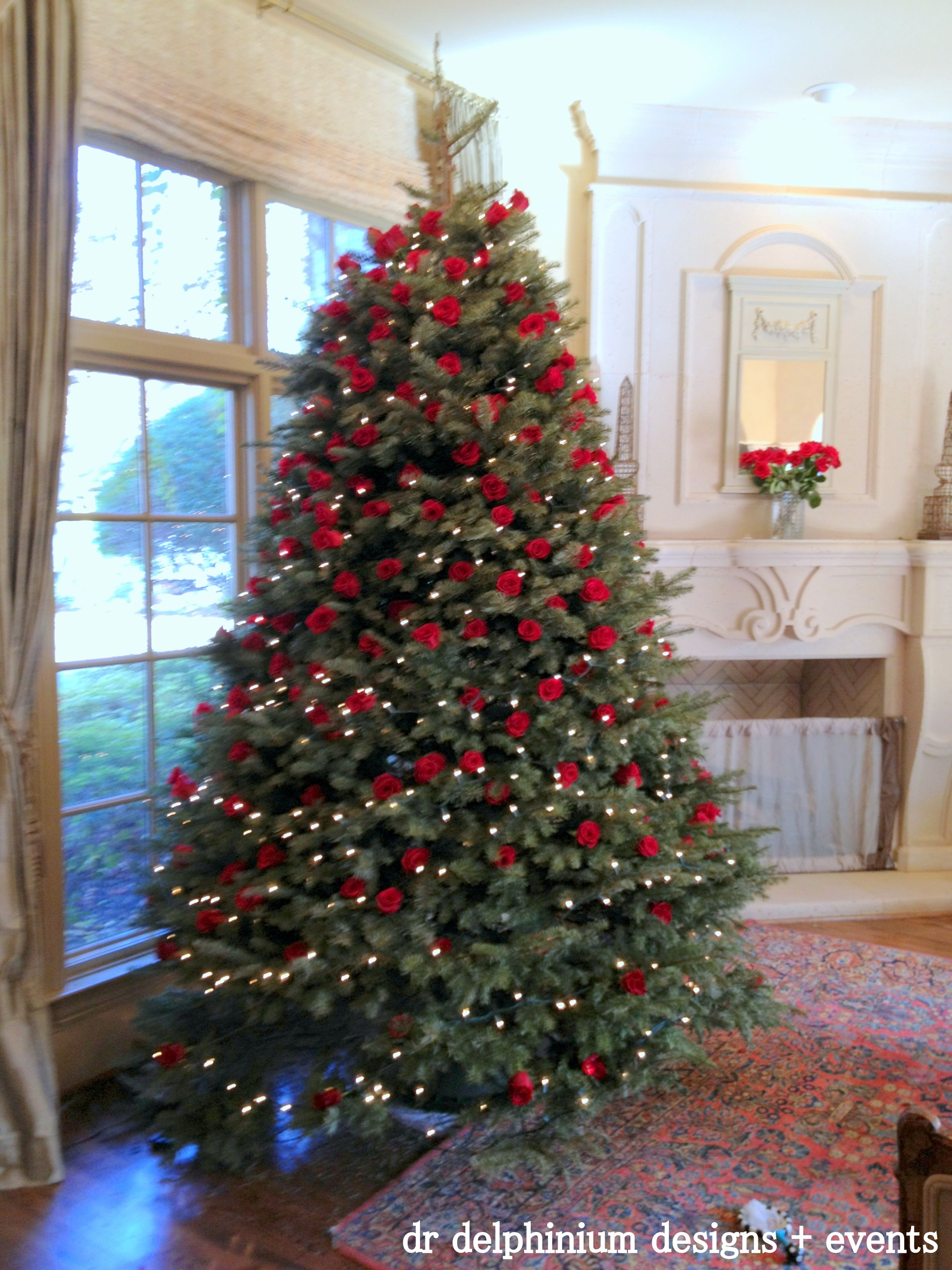 Christmas Tree Decorated With Real Red Roses Gorgeous Christmas Tree Roses Christmas Tree Pictures Christmas Tree Decorations