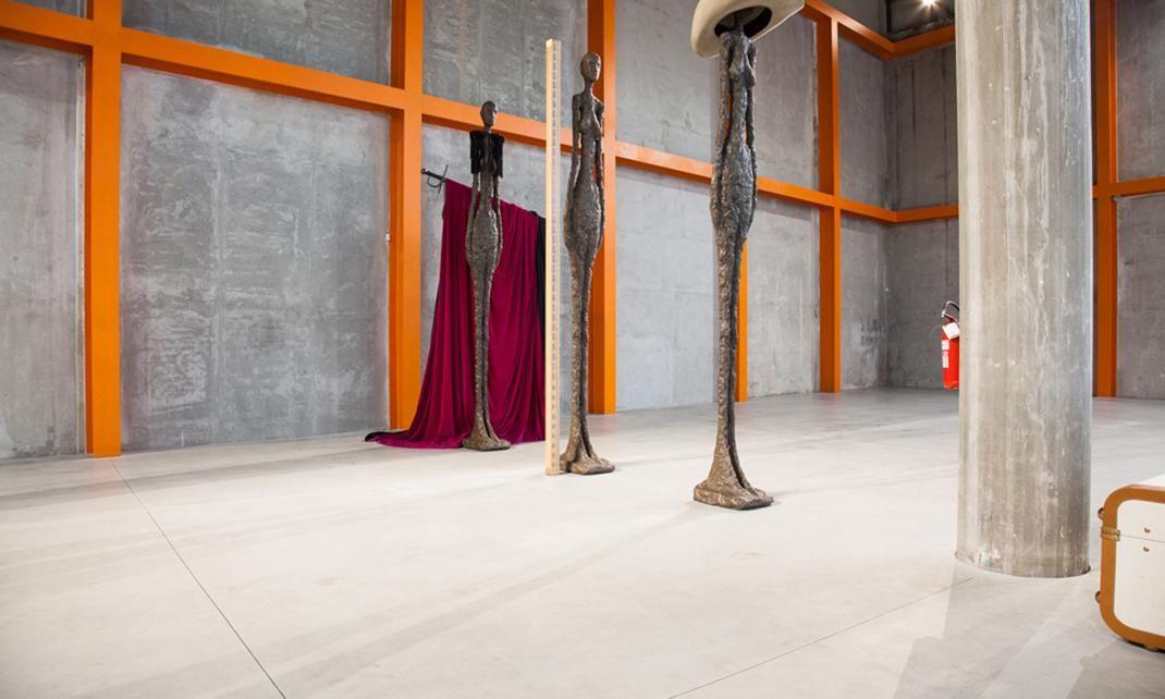Fiera del Mobile oblige, nous sommes allées faire un tour à la Fondazione Prada. Complexe unique d'une architecture pensée par le studio OMA. #art #mode #fashion #architecture #theplacetobe #voyage #travel #visite #thesocialitefamily